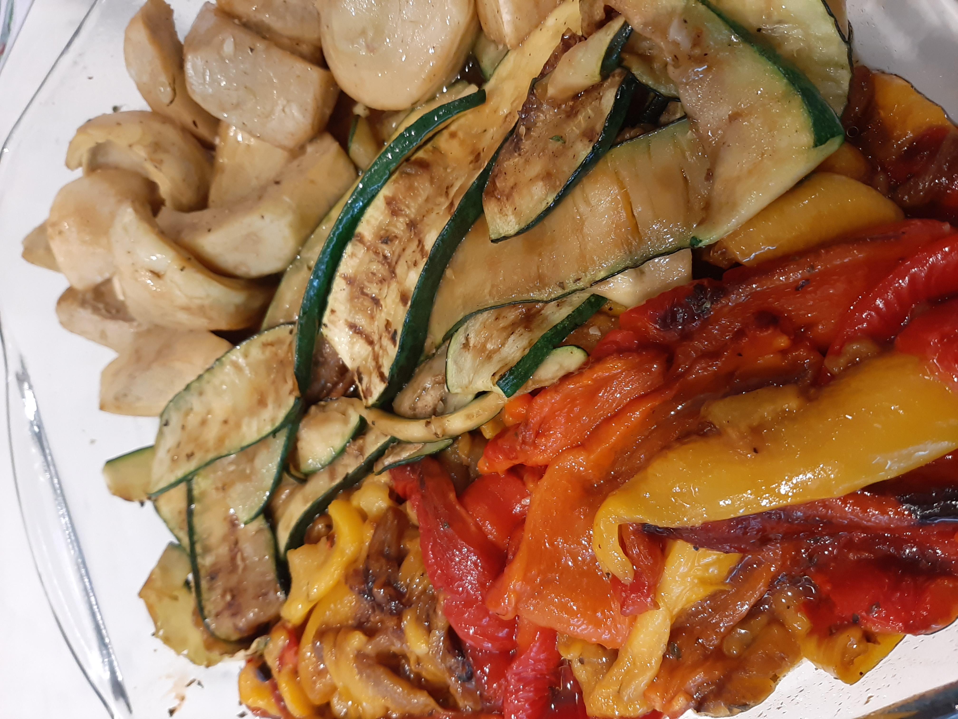 Antipasti légumes rôtis et marinés à l'italienne