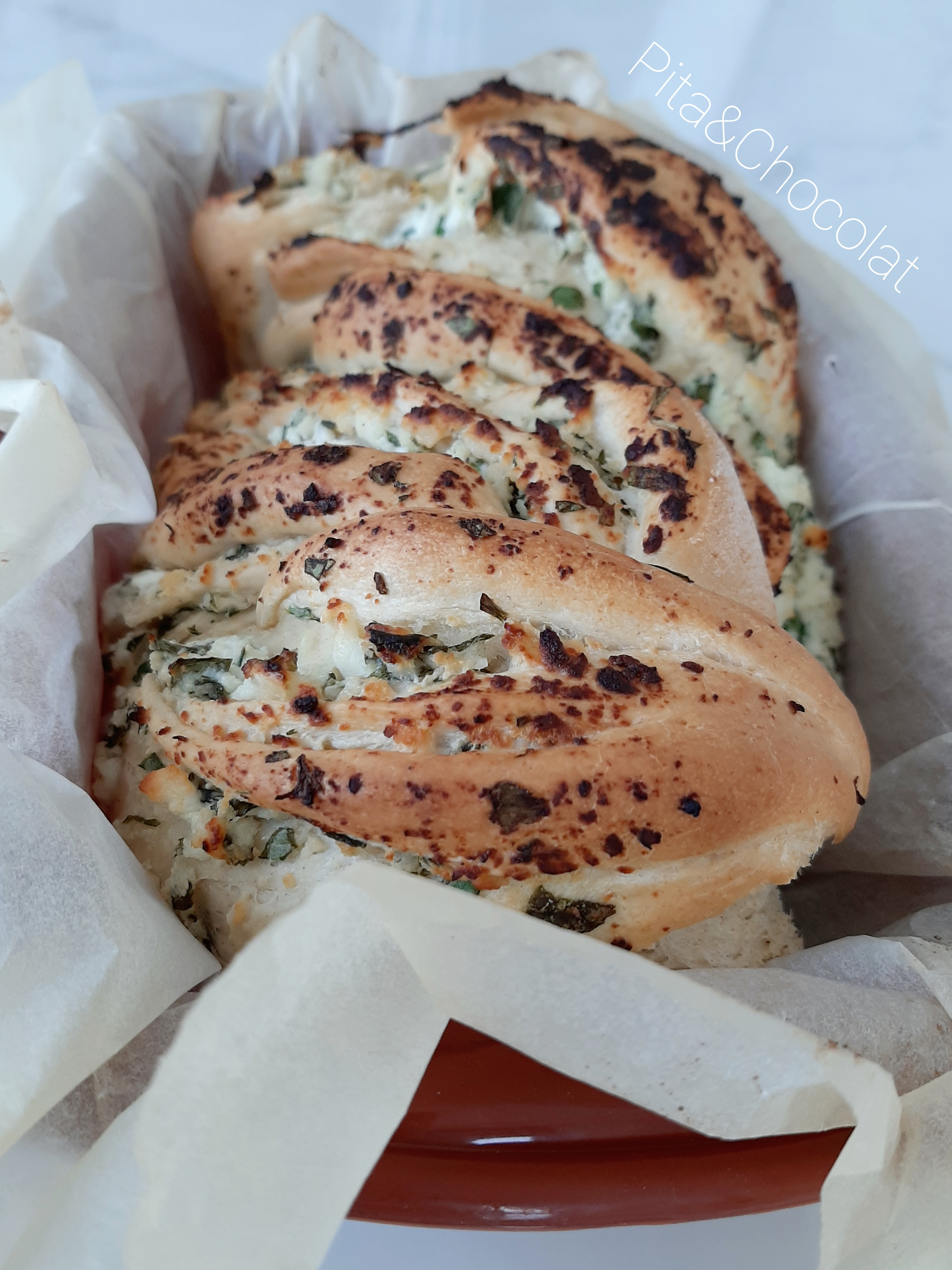 Babka salée au fromage et fines herbes