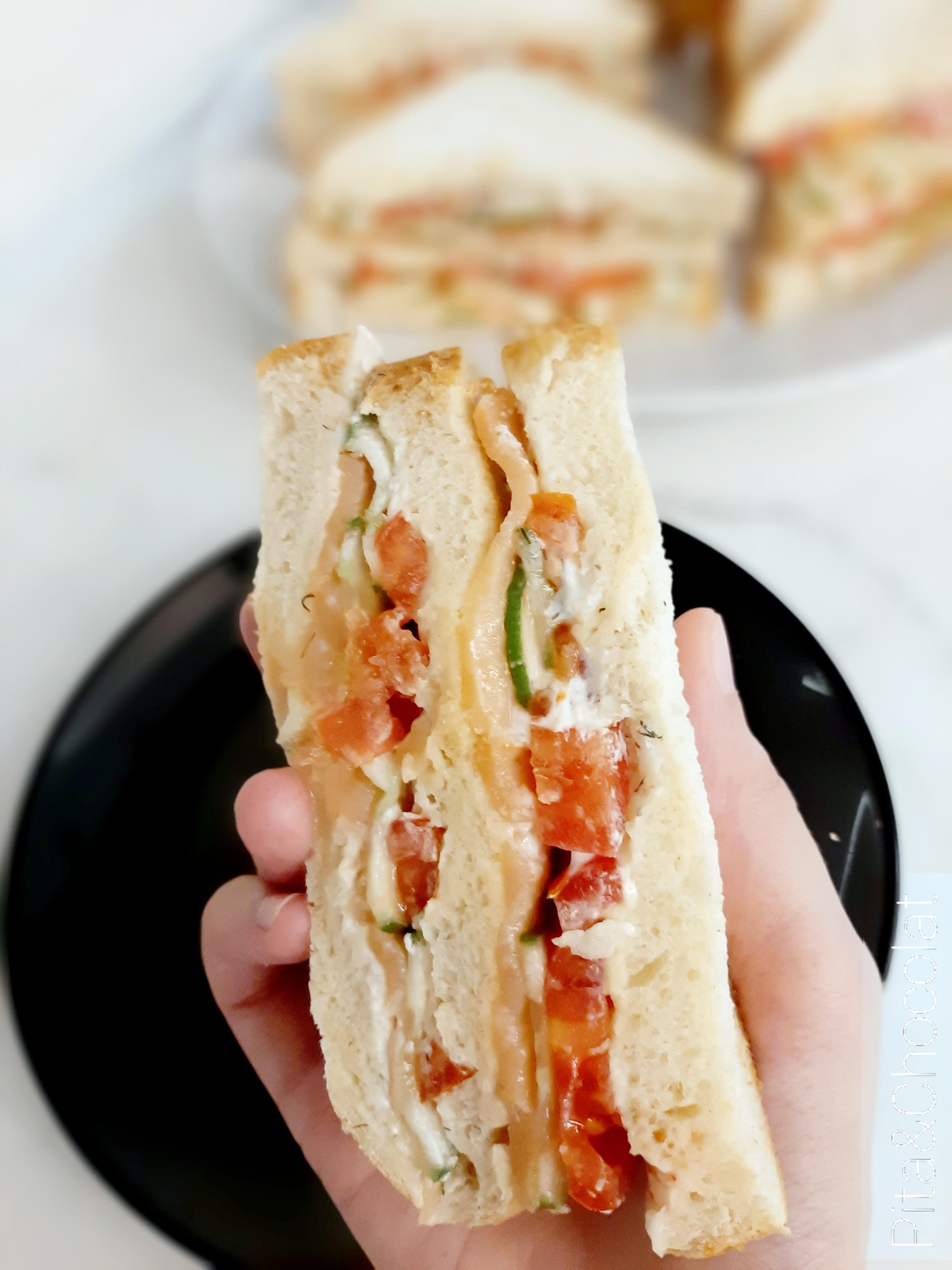 Club sandwich au saumon - sandwich à deux étages