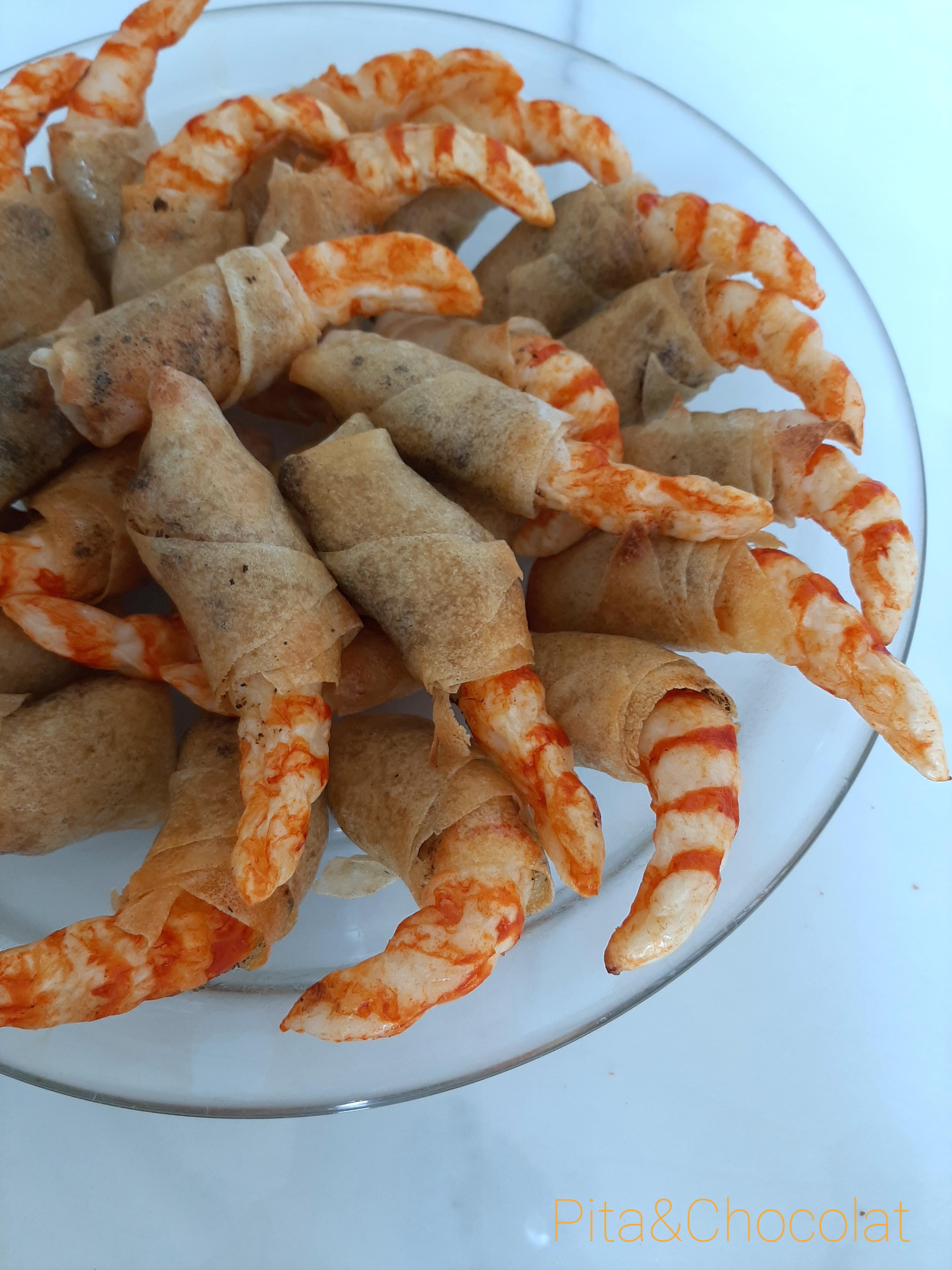 Crevettes au basilic en feuilles de brick croustillantes
