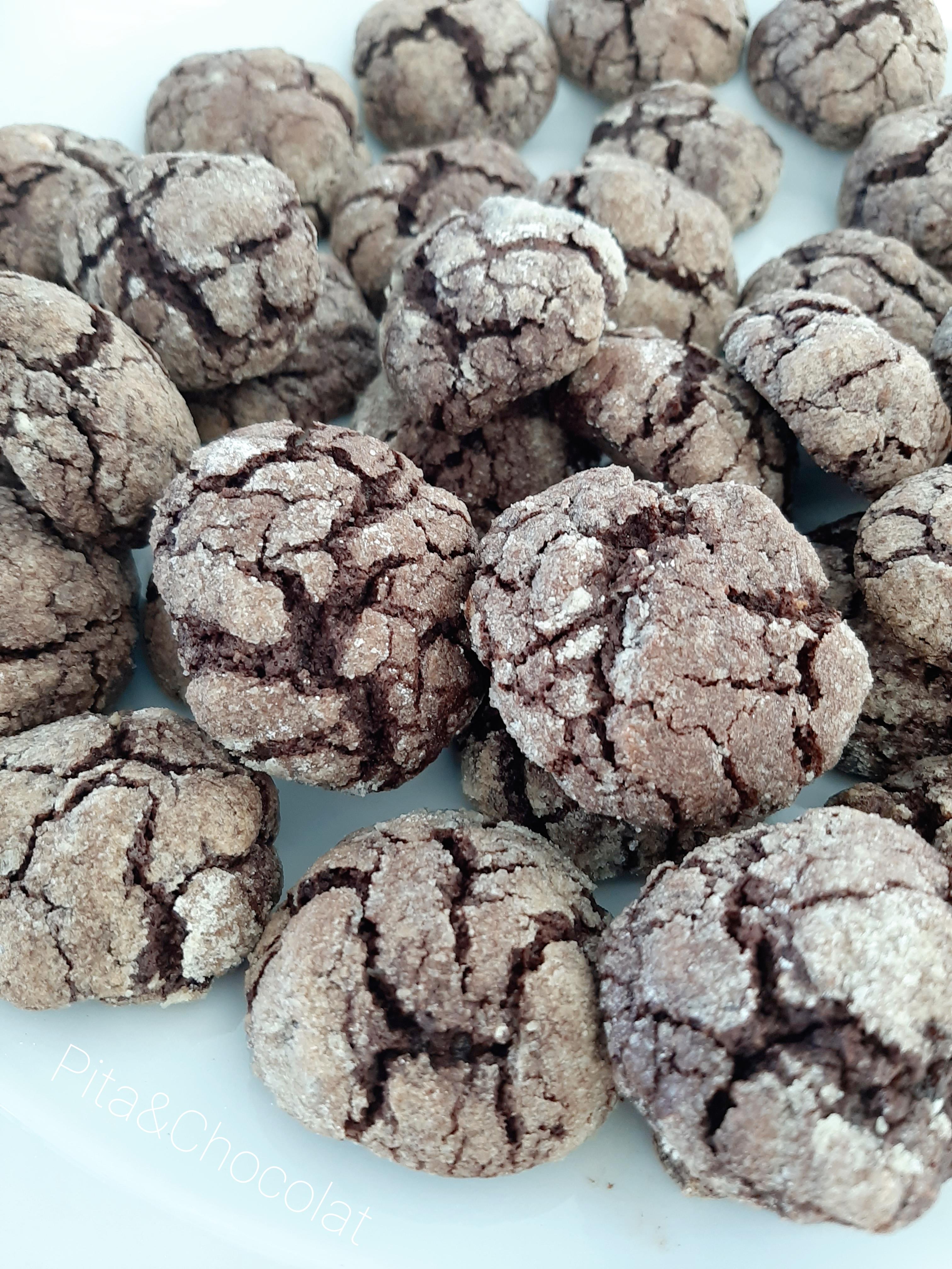 Crinkles au chocolat - petits gâteaux craquelés