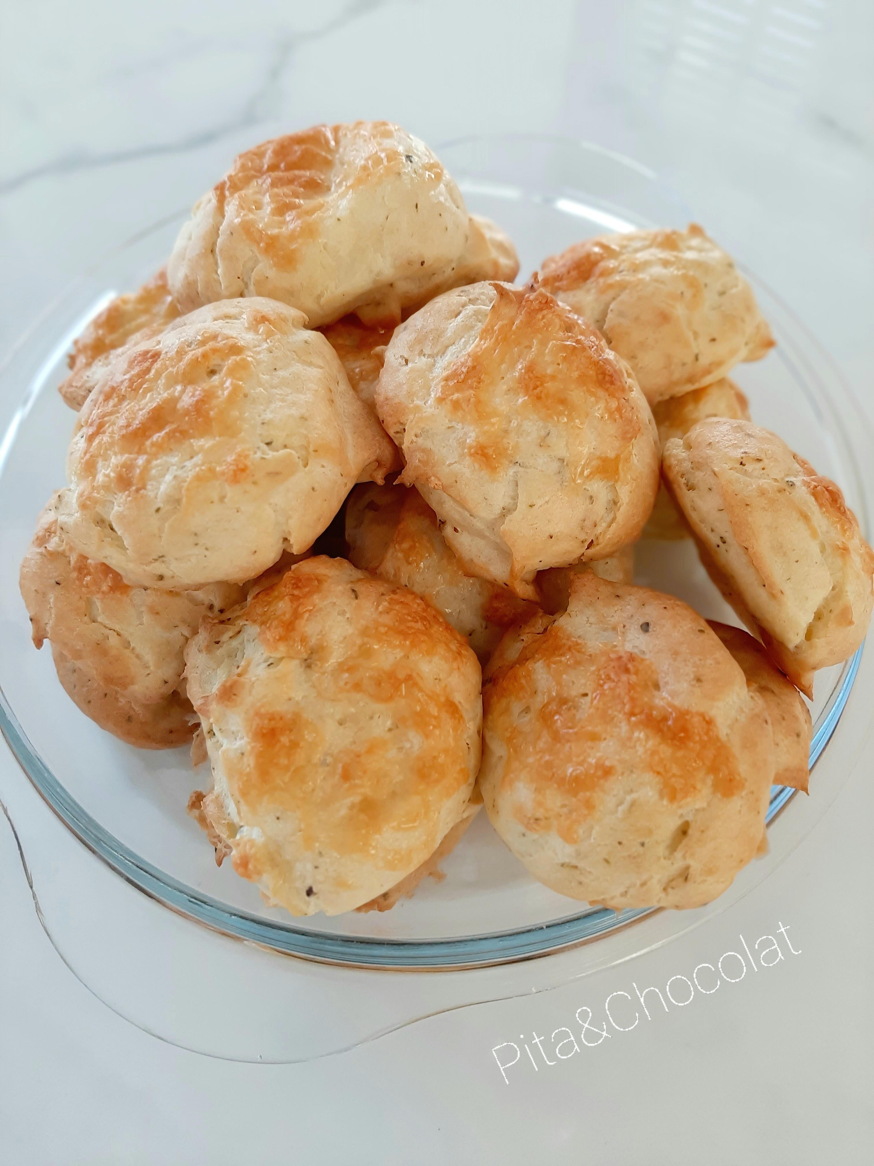 Gougères au fromage et aux herbes de Provence