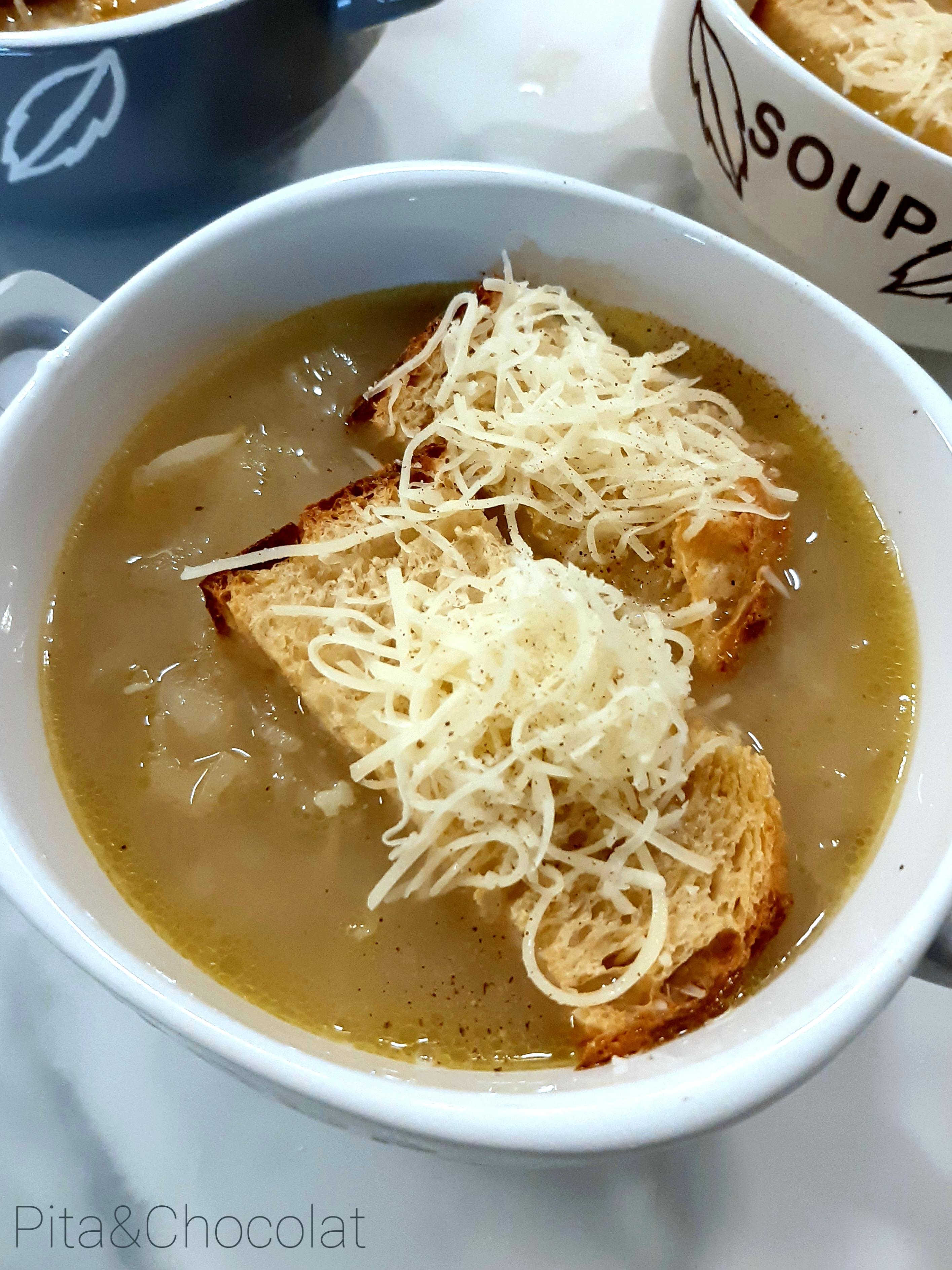 La soupe à l'oignon traditionnelle