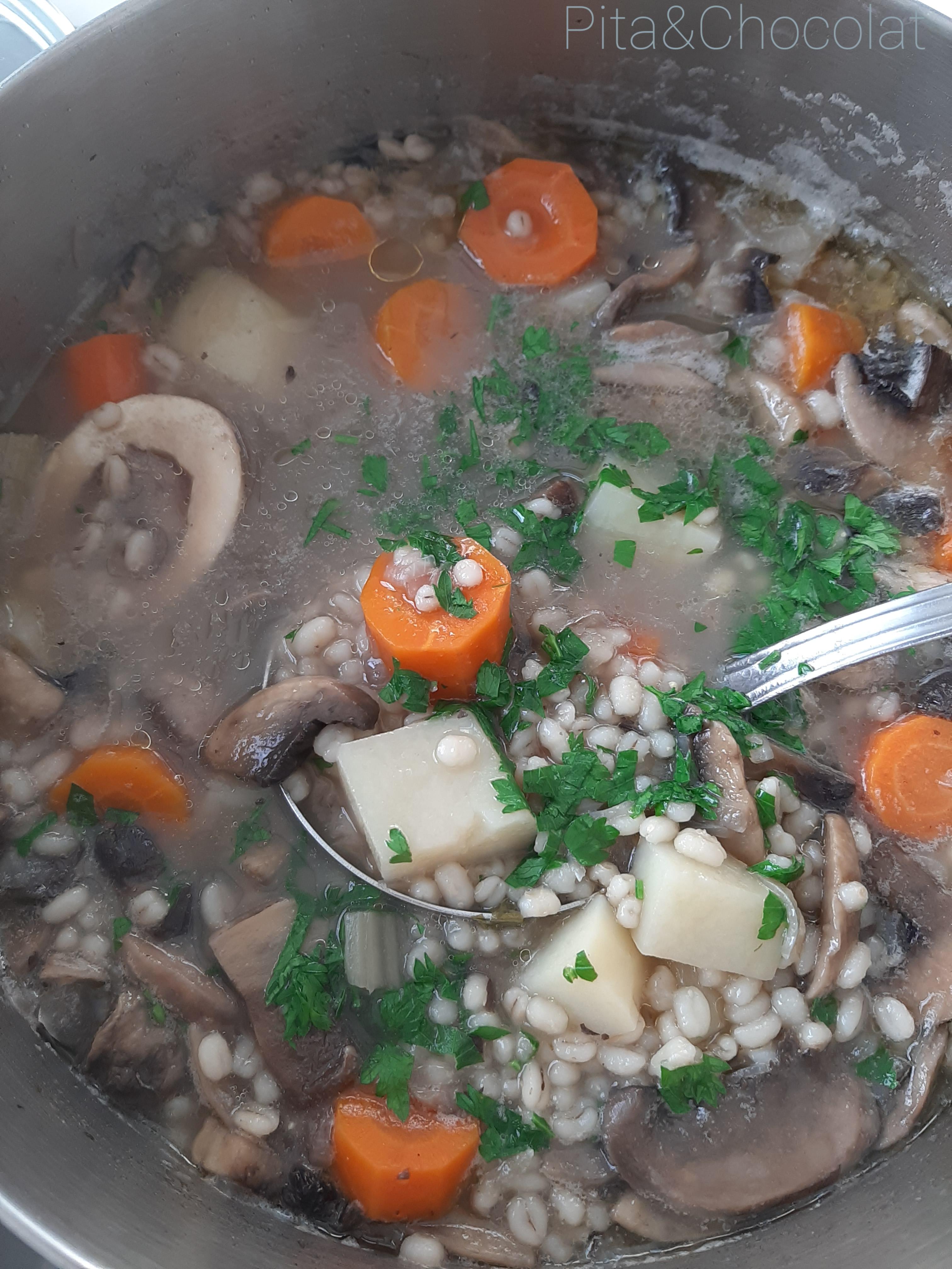 Krupnik - soupe d'orge perlé polonaise