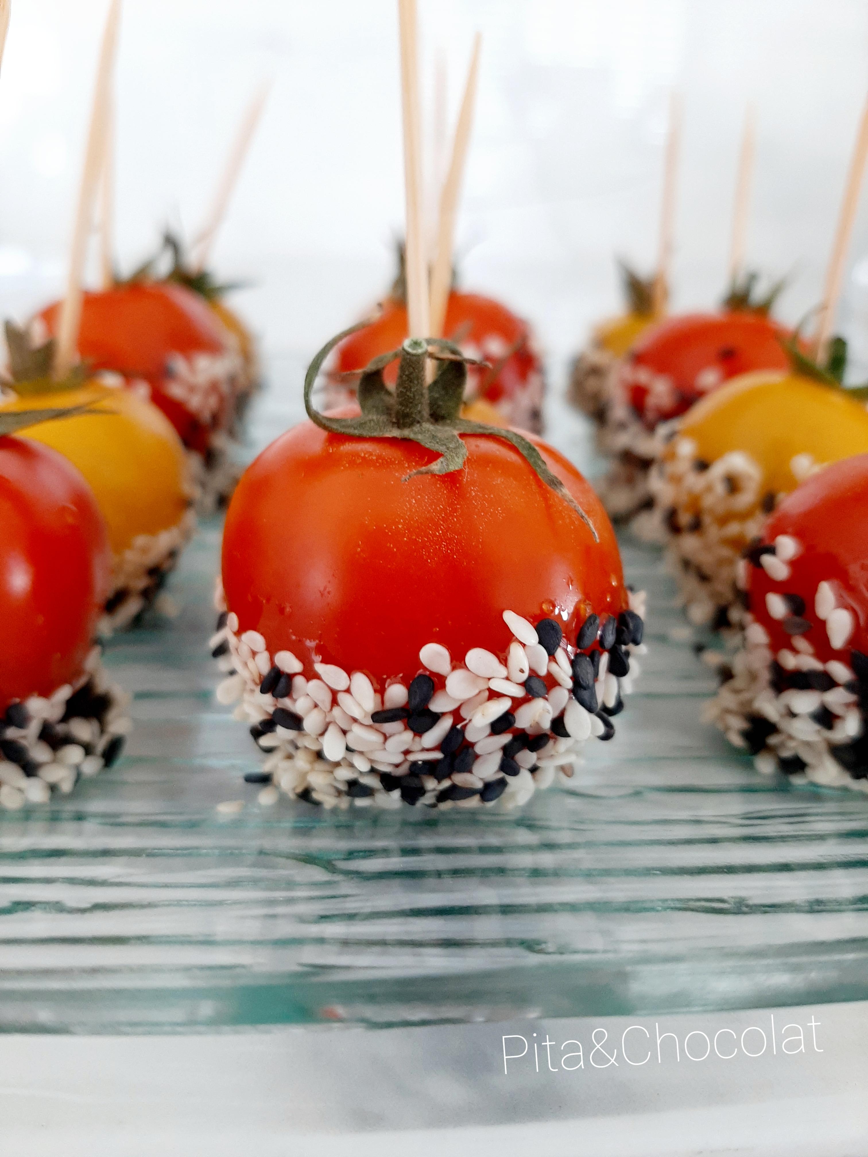 Tomates cerises au caramel balsamique façon pommes d'amour